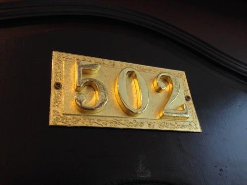 ドウアンプラセウスホテル(Douangpraseuth Hotel)のおすすめは、Standard Twinルームです。 理由は、窓が2面(正面の道路側とタイ大使館領事部側)あるからです。 次回の予約時には502号室をリクエストします。