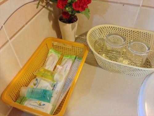 ドウアンプラセウスホテル(Douangpraseuth Hotel)のStandard Twinルームの浴室のアメニティーです。