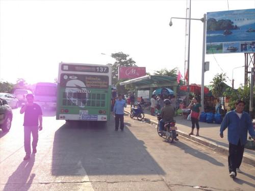 友好橋からタラートサオまでの公共バス。