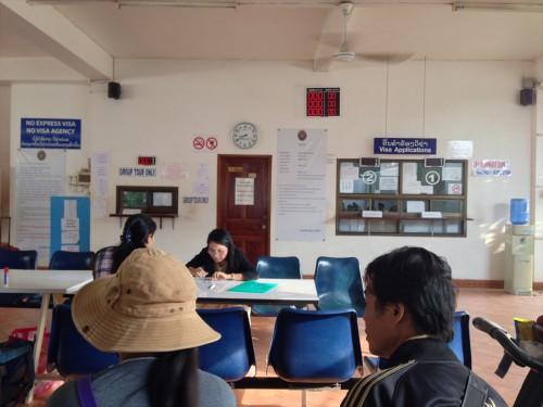 タイ大使館領事部に到着してから書類をゼロから用意する人もいます。