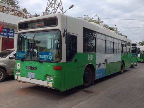 タラートサオ・バスターミナルから友好橋の国境までは緑と白の公共バスで向かいます。