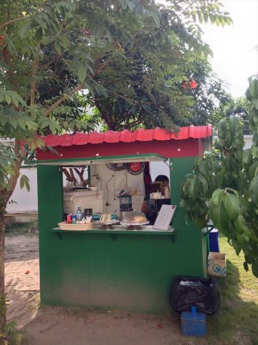 タイ大使館領事部の敷地内にあるコーヒースタンド。