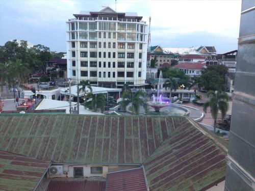 イビス ヴィエンチャン ナム プー ホテルから見た噴水(ナンプー)広場です。 ホテルに辿り着きたいときには、噴水(ナンプー)広場を目指します。