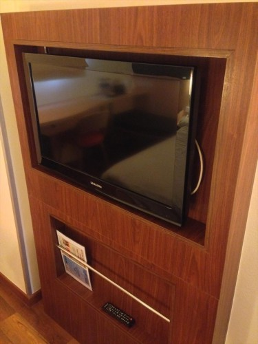 イビス ヴィエンチャン ナム プー ホテルの客室内にある薄型テレビです。