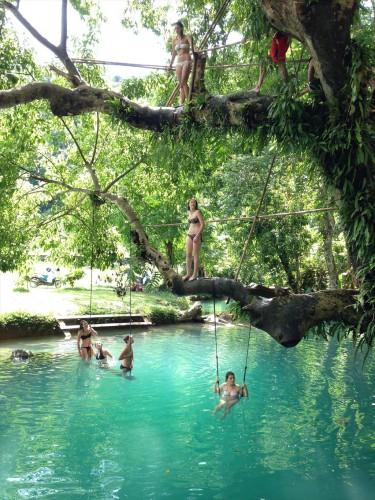 ラオス・ビエンチャンから3時間半で行ける楽園・バンビエン。 バンビエンにあるブルーラグーン。 Blue Lagoon in Vang Vieng, Laos.