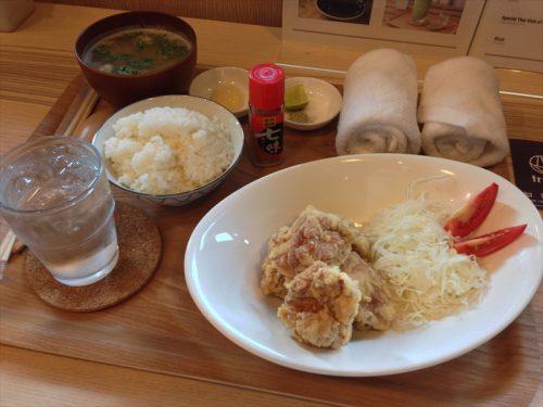唐揚げ定食(唐揚げ&豚汁&ごはん)。