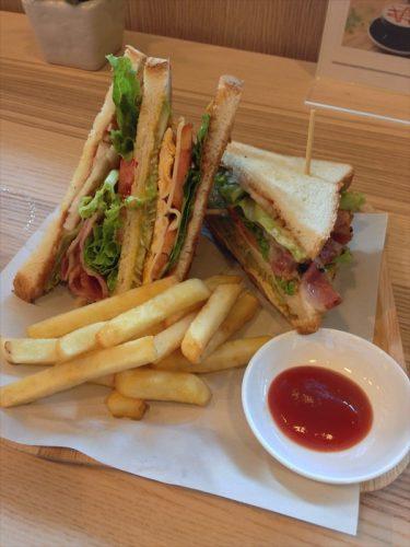 クラブハウスサンドイッチ。
