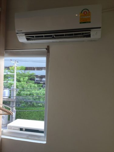宿泊した25平米の客室にはエアコンが2台設置されていました。