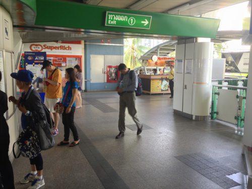 BTSオンヌット駅1番出口。