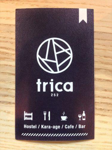 唐揚げホステル カフェ&バー「トリカ ホステル (Trica Hostel)」のアドレスカード。表面。