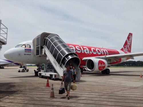 空港の建物まで徒歩で移動-搭乗記-エアアジア-タイ・バンコクからラオス・ビエンチャン-直行便
