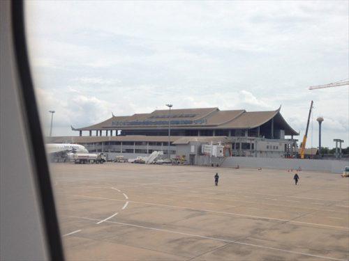ラオス・ビエンチャンのワットタイ国際空港に到着-搭乗記-エアアジア-タイ・バンコクからラオス・ビエンチャン-直行便