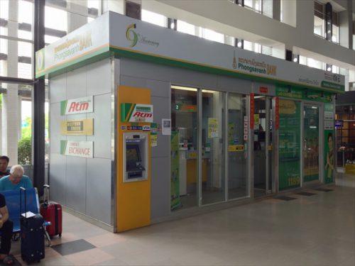 ラオス・ワットタイ国際空港には銀行のATMや両替ブース-搭乗記-エアアジア-タイ・バンコクからラオス・ビエンチャン-直行便