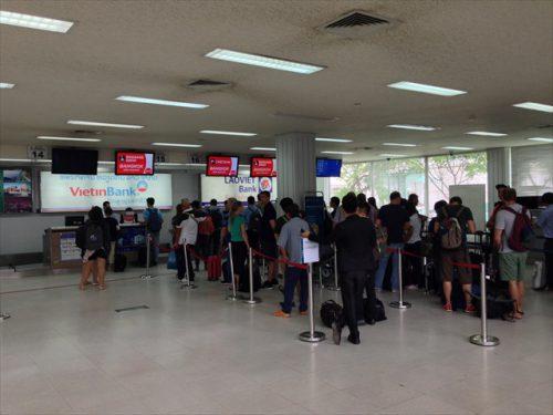 ラオス・ワットタイ国際空港のチェックインカウンター-搭乗記-エアアジア-タイ・バンコクからラオス・ビエンチャン-直行便