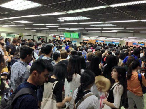 タイ・バンコクのドンムアン空港の入国審査場-搭乗記-エアアジア-タイ・バンコクからラオス・ビエンチャン-直行便